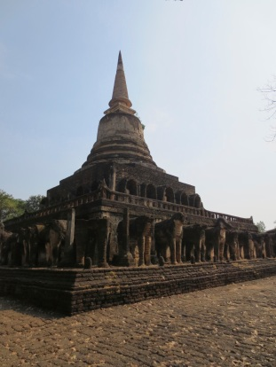 Wat Chang Lom, built by King Ramkhamhaeng between 1285 and 1291.