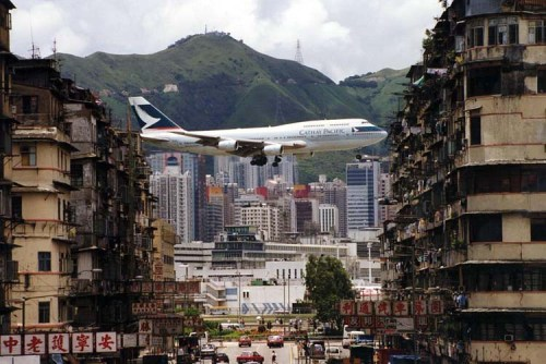CX747-lands-at-Kai-Tak2